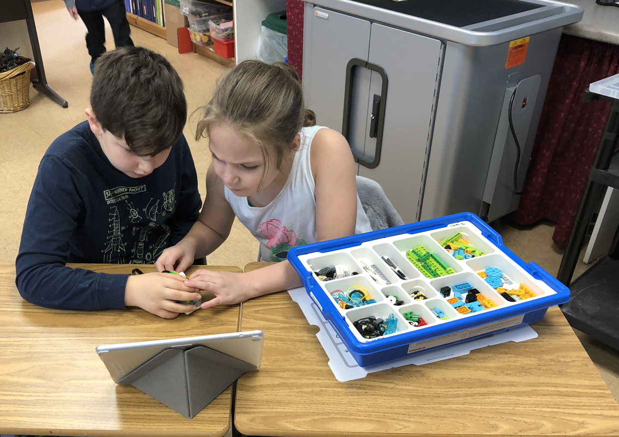 Students build Lego WeDo Robots